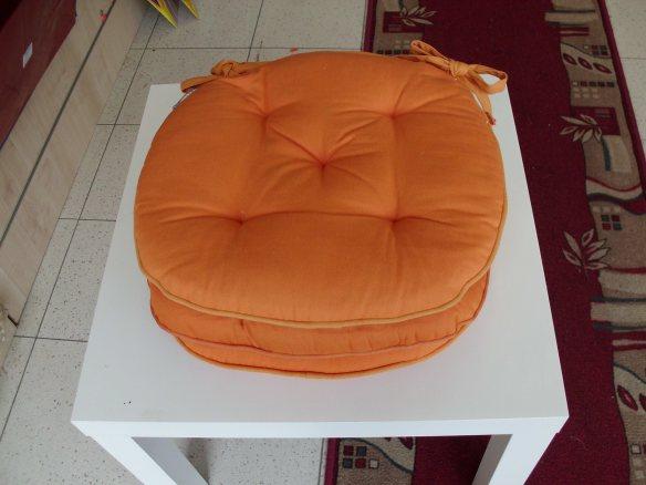 cuscini rotondi arancioni,www.cuscinietappeti.com